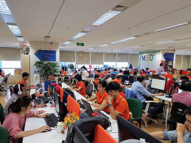 Hình ảnh ghi nhận tại văn phòng FPT IS (tòa Keangnam) sáng 11/6. Đa phần các CBNV nhà Hệ thống đều mặc áo cam. Chỉ có một vài CBNV do quên lịch nên không mặc đồng phục.Ảnh:Mai Nguyên