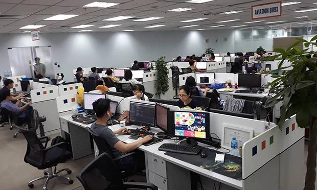 Rất ít CBNV mặc áo cam tạiđơn vị Avation BU93, thuộc FPT Software, đóng quân ở tầng 11 tòa nhà FPT Cầu Giấy.