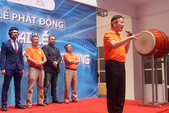 """VớiFPT Education, anh Bình nhắn nhủ, Giáo dục FPT không chỉ cần tiên phong mở các cơ sở ở Việt Nam mà còn phải tiên phong đi ra thế giới. """"Sứ mệnh của FPT Education trong cuộc Chuyển đổi số là phải tiên phong tạo ra """"nguồn nhân lực số"""" đáp ứng nhu cầu chuyền đổi của Việt Nam và thế giới"""", Chủ tịch FPT nhắn nhủ.  Sau Tổ chức Giáo dục FPT, lễ phát động """"FPT 30 năm Tiên phong"""" tiếp tục diễn ra tại tòa nhà F-Town của Phần mềm đặt tại Khu Công nghệ cao TP HCM, quận 9.  Song hành cùng """"Đại lễ FPT 30 năm Tiên phong"""", """"Viết thư cho 30 năm sau"""" là hoạt động diễn ra xuyên suốt từ lễ phát động cho đến ngày 13/9. Ngày 12/1, trong lễ phát động tại Hà Nội, chiếc hộp Thời gian FPT (FPT Time Capsule) đã được công bố. Đó là nơi lưu giữ những lá thư mà người nhà F gửi về và sẽ được chôn dưới chân tòa nhà FPT Tower trong 3 thập kỷ tới."""