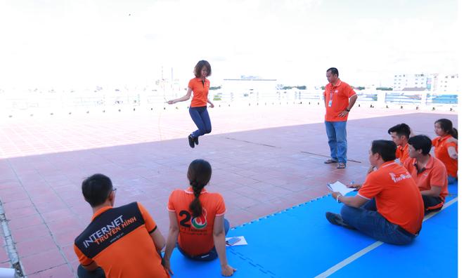 Ở giải nữ, kỷ lục thuộc về chị Trần Lê Huệ Quyên, ĐH FPT, với thành tích 120 lần nhảy/1 phút.