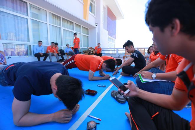 Bắt đầu màn thi, anh Vũ Thái Phát, FPT Software, đã tạo cú bất ngờ với thành tích 6 phút 5 giây
