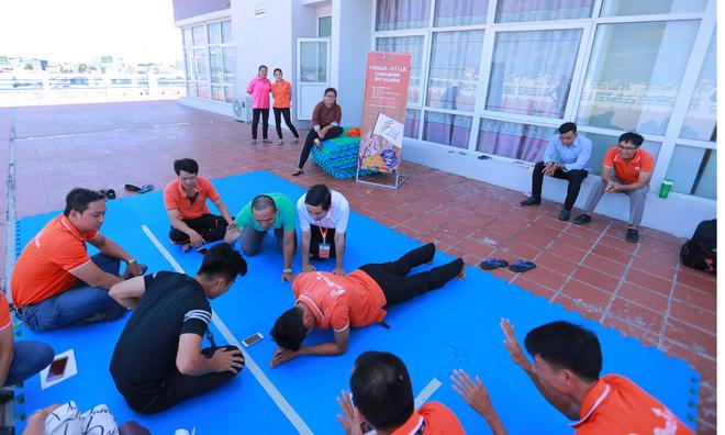 Tuy nhiên, ở lượt thi sau, anh Phạm Quốc Toản, FPT IS, đã xuất sắc lập kỷ lục môn Plank FPT Cần Thơ với thành tích 6 phút 10 giây.