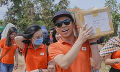 Người FPT tặng 50 xe đạp tại trường nghèo Campuchia