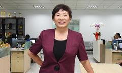 Chị Trương Thanh Thanh phá kỷ lục 'Đồng phục FPT được sử dụng dài nhất'