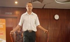 Hiệu trưởng ĐH FPT lập kỷ lục 'Cao niên nhảy dây'