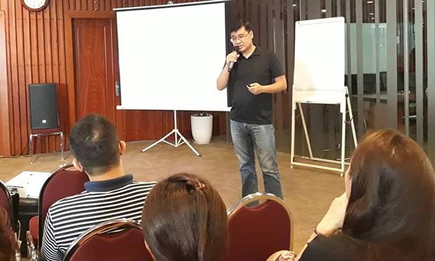 ương Quang Long, CEO Tomoapp Vietnam và là người đứng đầu dự án của Tomocoin. Đang phát triển Tomoapp và Tomochain ledger. Anh nghiên cứu blockchain và bitcoin vào khoảng tháng 8/2013 sau đó tham gia đóng góp xây dựng NXT blockchain và sau đó đồng sáng lập NEM blockchain từ tháng 1/2014-8/2014. Dự án Tomo bắt đầu có ý tưởng vào tháng 10/2016 và bắt đầu phát triển từ tháng 1/2017.