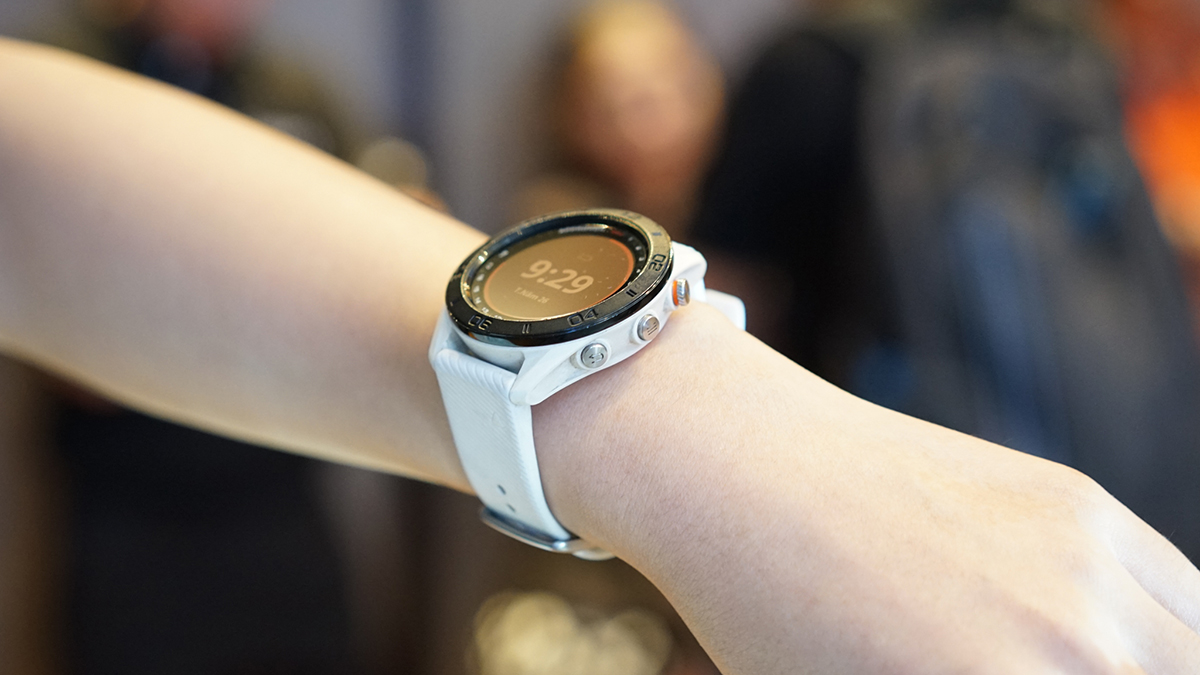 Vivoactive 3 Music, thiết bị hỗ trợ đầy đủ cảc tính năng theo dõi sức khỏe nâng cao và kết hợp với tính năng phát nhạc qua bluetooth. Thiết bị cũng có khả năng lưu trữ đến hơn 500 bài hát và tải nhạc trực tiép từ máy tính.Ở chế độ bình thường, Vivoactive 3 Music có thời lượng pin kéo dài đến 7 ngày ở chế độ đồng hồ thông minh và 5 giờ ở chế độ GPS với phát nhạc.
