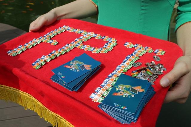 CBNV bày tỏ tâm trạngtự hào và vinh dự khi được nhận quà tặng 30 năm của tập đoàn.