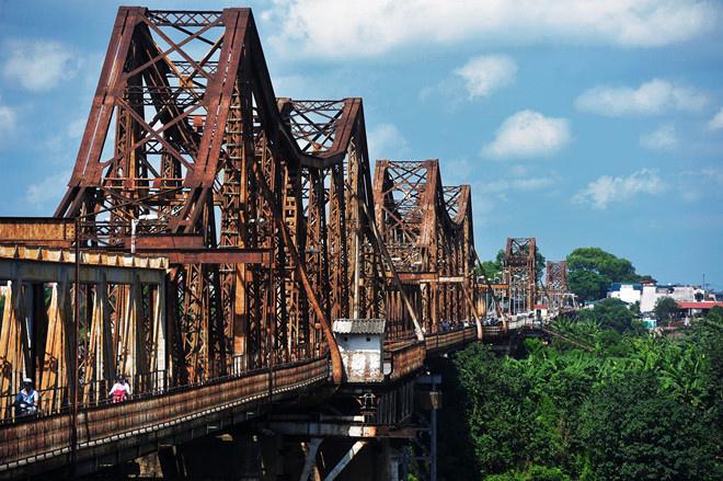 Chặng tiếp theo, đội quân nhà F sẽ chạy từ Lạng Sơn về Hà Nội, nơi đặt trụ sở chính Tập đoàn FPT (FPT Cầu Giấy). Trên cung đường này, họ di chuyển qua cầu Long Biên - chứng danh lịch sử hào hùng trong hai cuộc kháng chiến chống Pháp, Mỹ.
