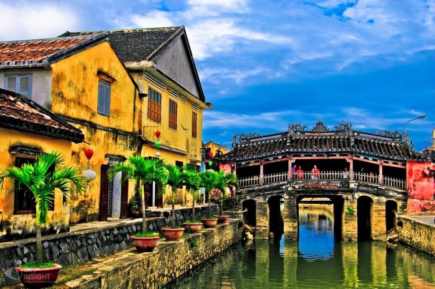 Cung đường từ Lăng Cô đến Hội An trải dài trên những danh thắng nổi tiếng như đèo Hải Vân, chùa cầu Hội An, đến tòa nhà FPT Complex.