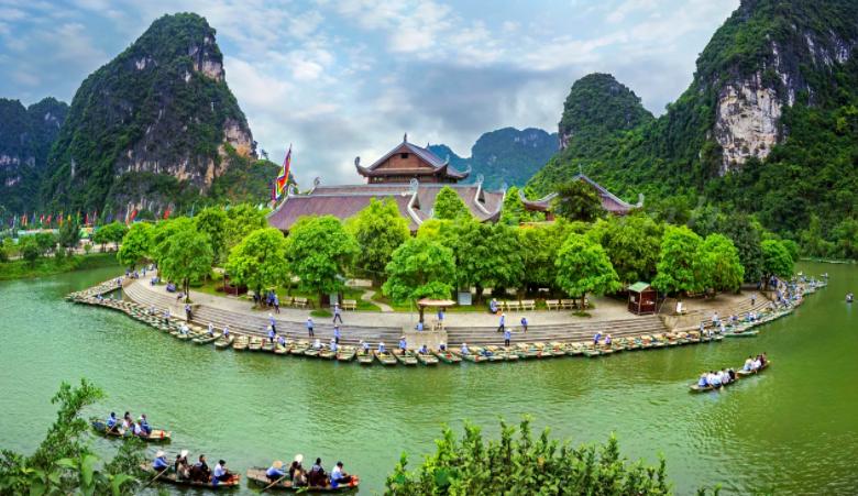 Trên cung đường từ Ninh Bình đến Thanh Hóa, đội chạy tiếp sức sẽ được đi qua các danh lam thắng cảnh nổi tiếng như: bến đò Tràng An, Tam Cốc, sông Mã, làng chài Sầm Sơn...