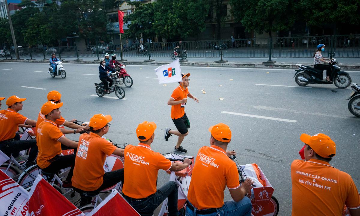 Nhân dịp này, nhiều chi nhánh/trung tâm kinh doanh cũng tổ chức roadshow bằng xe đạp để hưởng ứng giải chạy và xây dựng hình ảnh Internet FPT.