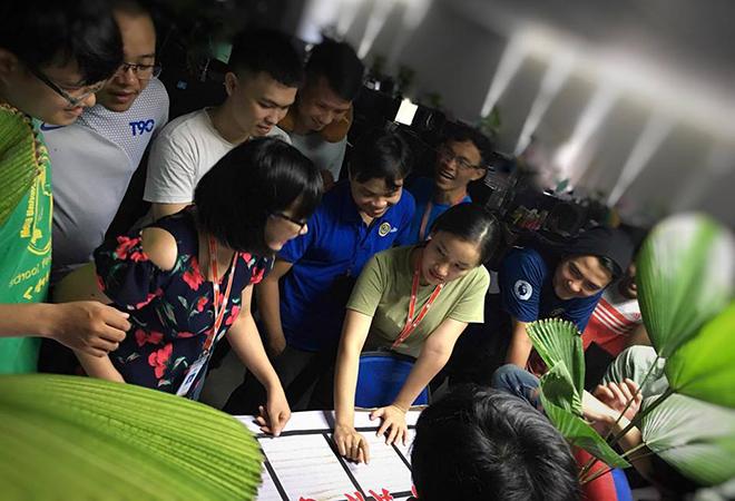 """Những ngày đầu tháng 8, FPT Software Đà Nẵng đã tổ chức vòng loại Olympic Game mừng sinh nhật tuổi 13. Đây là sân chơi nằm trong hoạt động """"BU Toàn năng"""" với các trò chơi dân gian để ôn lại kỷ niệm thời thơ ấu và gắn kết hơn trong các hoạt động phong trào dành cho CBNV."""