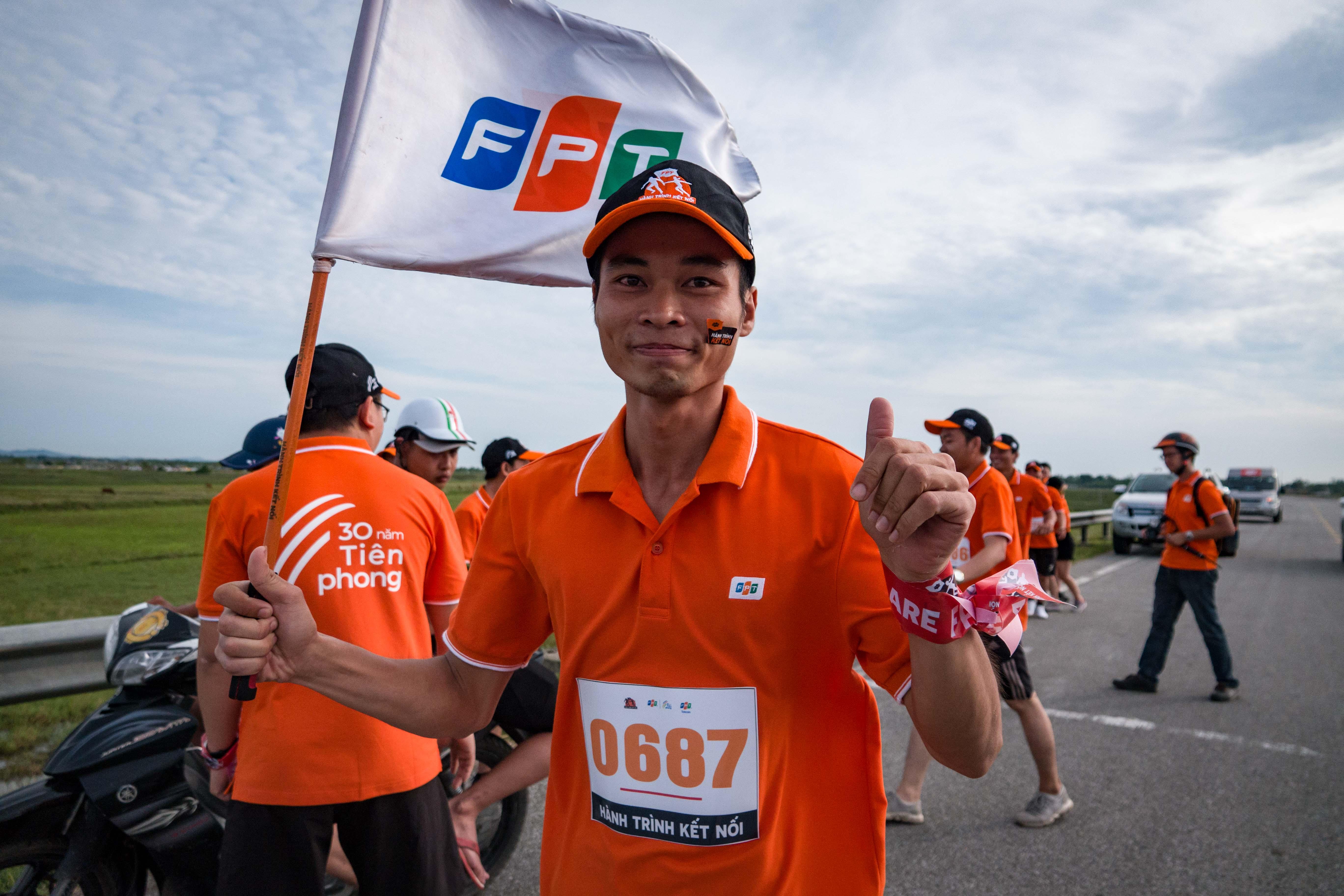 """""""Hành trình kết nối"""" diễn ra xuyên suốt trong 31 ngày, từ 5/8 đến 4/9 trên quãng đường dài 2.600 km với 31 chặng tại 28 tỉnh/thành, dọc theo đường trục Bắc Nam, nơi in dấu chân của những nười FPT Telecom đã đi qua, những đôi chân không mỏi mệt đưa Internet Việt Nam đi khắp mọi miền Tổ quốc góp vào sự tiên phong và trường tồn của FPT. Trong suốt một tháng, 3.000 người sẽ mặc áo đồng phục phủ một màu cam các ngả đường từ Bắc vào Nam, tạo sức lan tỏa và hình ảnh FPT to lớn đến cộng đồng. Dự kiến ngày 4/9, tại đất mũi Cà Mau, Chủ tịch FPT Trương Gia Bình sẽ nhận lá cờ FPT từ vận động viên mang số áo 3.000. Lãnh đạo FPT Telecom cắm cờ vào cột mốc kết thúc quốc lộ 1A, đánh dấu hoàn thành đường chạy lịch sử dọc chiều dài đất nước của nhà F."""