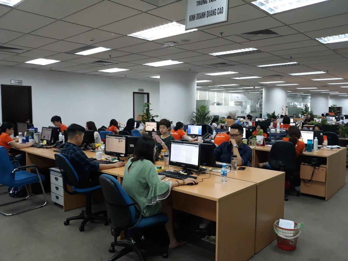 Văn phòng FPT Online tầng 4 tòa nhà FPT Cầu Giấy cũng không phủ hết màu cam. Ảnh: Diệu Anh.