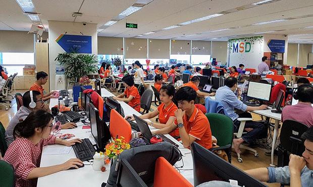 Hình ảnh ghi nhận tại văn phòng FPT IS (tòa Keangnam) sáng 11/6. Đa phần các CBNV nhà Hệ thống đều mặc áo cam. Chỉ có một vài CBNV do quên lịch nên không mặc đồng phục. Ảnh: Mai Nguyên.