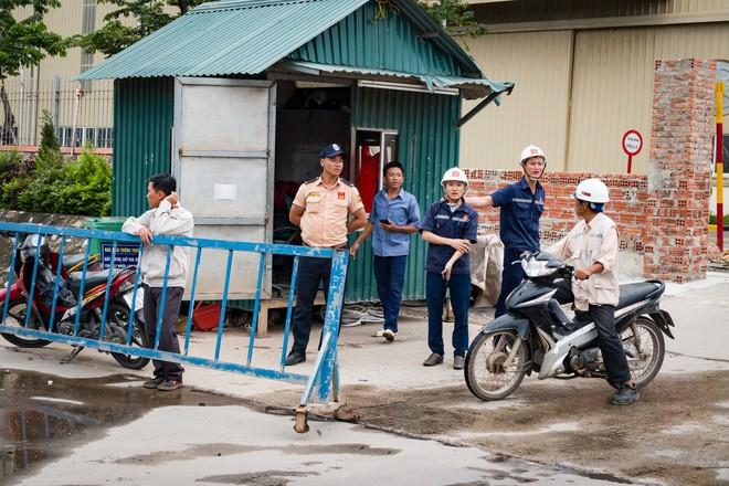 Sự kiện chạy xuyên Việt của người Viễn thông đi tới đâu cũng thu hút sự quan tâm của người dân ven đường. Không ít người dân bên đường tò mò, hỏi thăm VĐV chạy tới đâu, khoảng cách bao xa... Sự quan tâm này là động lực khích lệ tinh thần anh em trong những chặng tiếp theo.