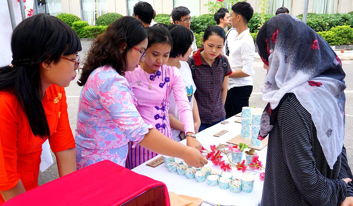 Hoạt động có sự tham gia của 300 sinh viên đến từ 15 quốc gia và vùng lãnh thổ khác nhau như Nhật Bản, Hàn Quốc, Malaysia, Brunei, Đài Loan, Thái Lan, Pháp…