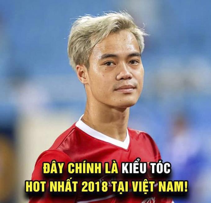 Kiểu tóc của Văn Toàn trở nên được hâm mộ hơn bao giờ hết vào lúc này...