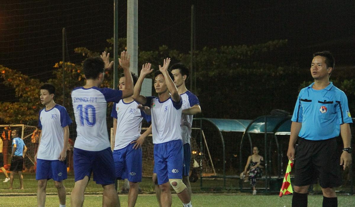 Hòa 2-2, Synnex FPT và FPT Retail bước vào thi đấu luân lưu định mệnh. Bằng sự may mắn và bản lĩnh, đội bóng áo trắng sọc xanh đã giành chiến thắng 8-7 để lên ngôi vô địch.