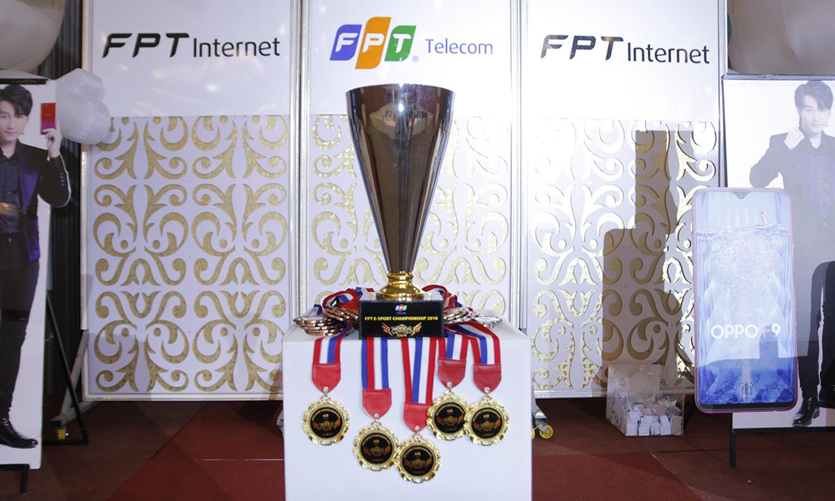 Trong khi eSport đang là môn thể thao điện tử được nhiều quốc gia chú trọng đầu tư thì Việt Nam lại thiếu quá nhiều sân chơi lớn để tìm kiếm các game thủ giỏi. Với mong muốn phát triển bộ môn này tại Việt Nam để tìm kiếm các ứng viên xuất sắc đi tranh tài tại các giải lớn như SEA Games 2019 và Olympic 2020, FPT Telecom đã tạo điều kiện cho các vận động viên eSport tranh tài tại 18 tỉnh, thành trên cả nước với giải Liên quân Mobile: FPT eSport Championship – Rank game mượt hơn cùng Internet FPT. Giải thưởng cho đội xuất sắc nhất tại Cần Thơ là 5 triệu đồng và Cup. Các đội có thứ hạng tiếp theo nhận được lần lượt 3 triệu, 1 triệu và 500.000 đồng. Ngoài ra, lá thăm may mắn sẽ có cơ hội giành được 1 điện thoại OPPO của nhà tài trợ.