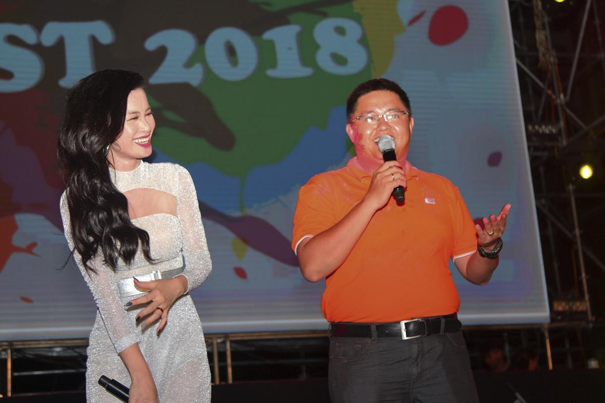 Đông Nhi từng giành được nhiều giải thưởng như: 2 đề cử giải Cống hiến, 6 lần liên tiếp đoạt giải Nữ ca sĩ được yêu thích nhất của Zing Music Awards từ 2011 đến 2016, 3 lần liên tiếp nhận giải Nữ ca sĩ nhạc nhẹ giải Mai Vàng, 1 giải ca sĩ Việt Nam xuất sắc nhất châu Á của giải thưởng MAMA, Ca sĩ Đông Nam Á xuất sắc nhất của giải thưởng âm nhạc MTV EMA 2016.