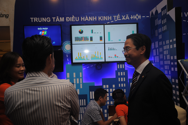 Chính phủ điện tử với các tiêu điểm như dịch vụ công cộng, năng lực số, công tác và tính cởi mở, phân tích dữ liệu.