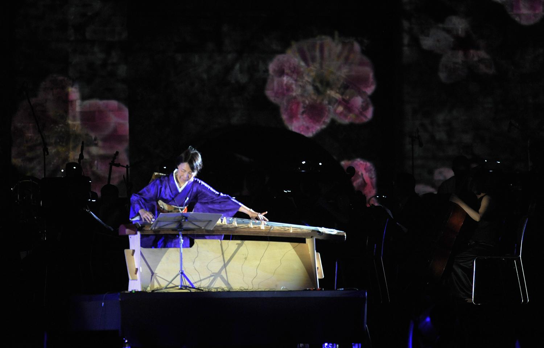 Nhật Bản là thị trường nước ngoài thành công nhất của FPT. Đây cũng là nơi đã giúp cho nhà Phần mềm trưởng thành hơn khi được làm việc với những khách hàng lớn. Bên cạnh đó, văn hóa cùng truyền thống của xứ sở hoa anh đào cũng đã thấm sâu vào trong tâm hồn của người nhà F đã từng làm việc tại đây. Nghệ sĩ đàn Koto người Nhật Yoko Nishi đã đem đến bàn hòa tấu 2 tác phẩm đại diện cho văn hóa 2 nước Việt - Nhật: Se chỉ luồn kim - Sakura.