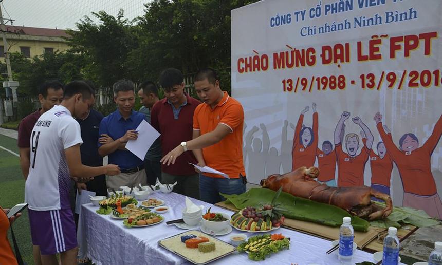 Trong khi đó, chi nhánh thuộc miền Bắc - FPT Telecom Ninh Bình tổ chức hội thi nấu ăn, khá khác biệt so với hoạt động của các chi nhánh khác.