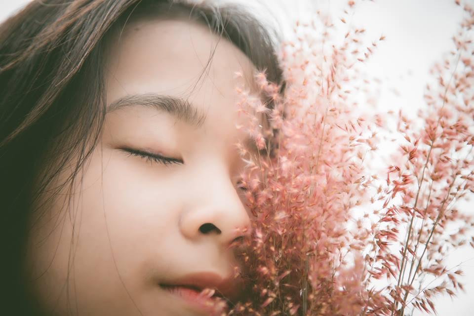 Trước thềm năm học mới cũng như đánh dấu tuổi 18, nữ sinh FPT đã thực hiện bộ ảnh với vẻ đẹp nhẹ nhàng.