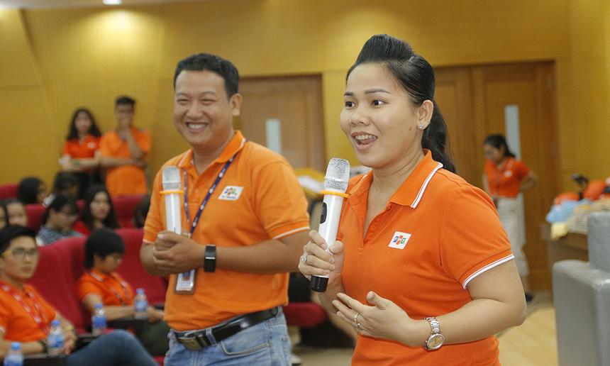 """Chị Võ Thị Kim Hồng tự tin ở vị trí, yêu cầu nào FPT Telecom cũng có cơ hội cho các ứng viên. Hiện công ty thiếu rất nhiều vị trí kinh doanh, quản lý... """"rộng cửa"""" chào đón các bạn sinh viên có nhu cầu."""
