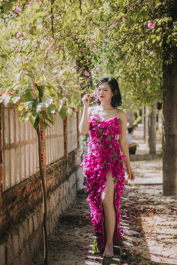 """Đinh Huỳnh Bảo Lộc, cô nàng sinh năm 1995, hiện là nhân viên chăm sóc khách hàng của chi nhánh Bình Định. Lộc chia sẻ, đã làm việc tại FPT hơn 1 năm sau khi vừa ra trường. """"Môi trường FPT rất tuyệt, thậm chí vượt cả suy nghĩ của tôi"""", Lộc bật mí."""