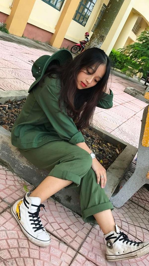 Nhìn khuôn mặt dịu dàng và có đôi chút lạnh lùng nhưng ít ai ngờ, Kim Anh là một cô bé thân thiện và hoạt bát. Không chỉ sở hữu vẻ ngoài xinh đẹp, từ sớm cô nàng đã có phẩm chất lãnh đạo. Trong suốt 12 năm học đều được tín nhiệm làm lãnh đạo, lớp trưởng quản lý chung.