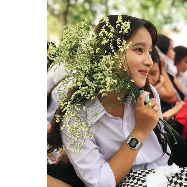 Cạnh đó, khi còn đang là học sinh cấp 3, Kim Anh thuộc đội nhóm chuyên hoạt động, tổ chức các cuộc thi nhảy múa, kéo co cho toàn thể học sinh trong trường. Hiện tại, Kim Anh mới bước vào cuộc sống sinh viên, cô muốn bản thân không ngừng cố gắng học tập để có kết quả tốt trong lương lai.
