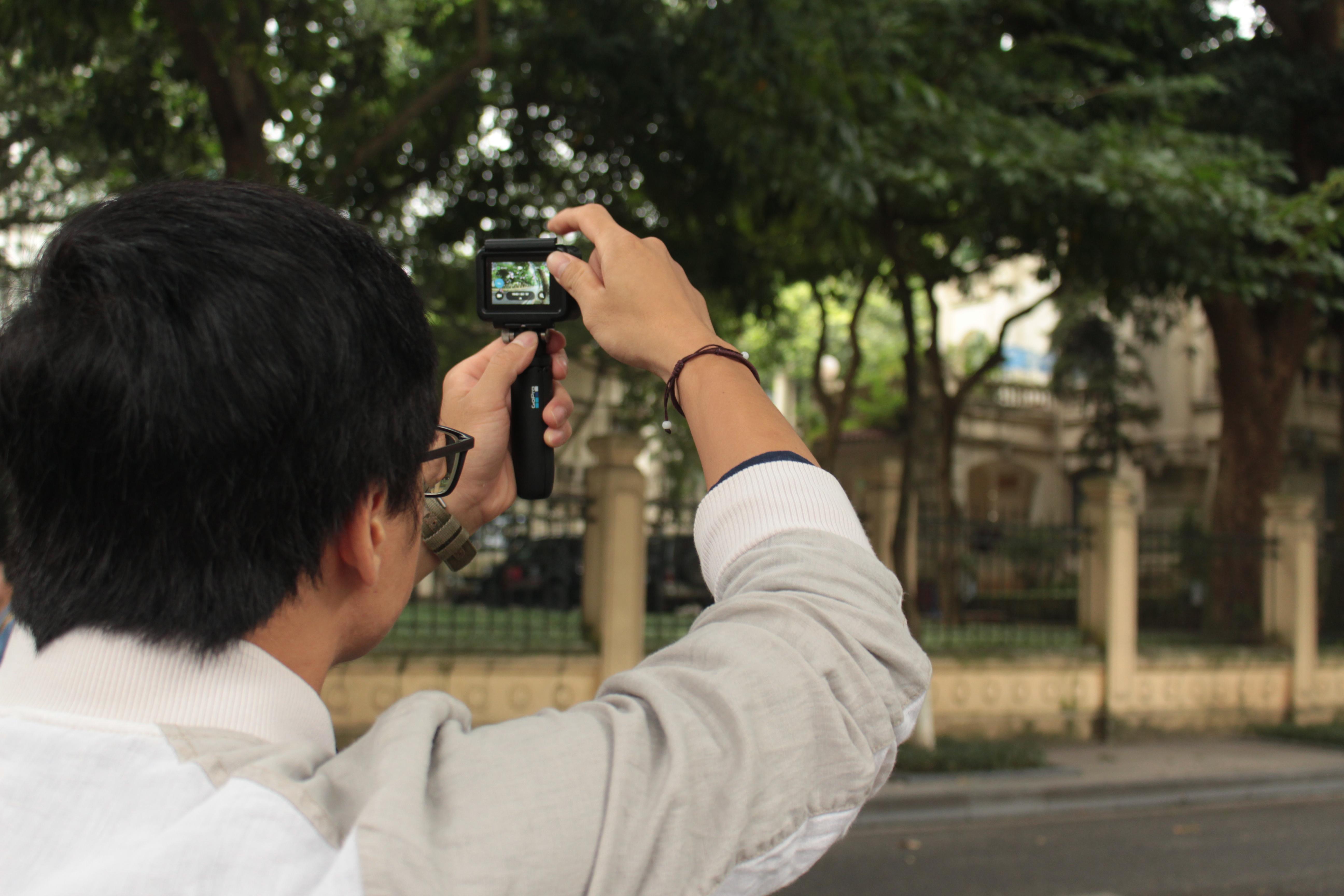 Người dùng sử dụng ứng dụng Quik để chỉnh sửa video, ghép nhạc, tạo hiệu ứng thông minh và nhanh chóng trên một ứng dụng. Video giới hạn độ dài khoảng 30 giây và 3 video xuất sắc nhất sẽ được BTC chương trình trao tặng 3 chiếc GoPro chính hãng mới nhất tại Việt Nam.