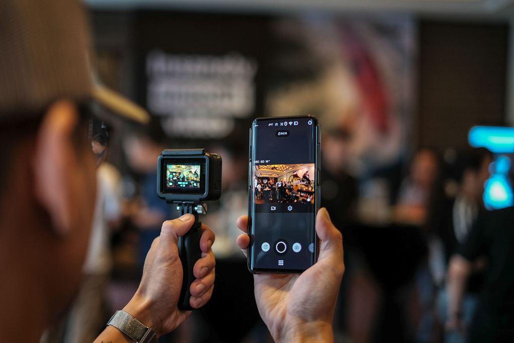 Tại sự kiện, đối tác GoPro cũng giới thiệu thêm chế độ quay video nhanh (timelapse) mới với tên gọi TimeWarp. TimeWarp ứng dụng hiệu ứng tốc độ cao, giúp quay lại toàn bộ trải nghiệm qua những video ngắn và hấp dẫn, do đó người dùng có thể xem và chia sẻ chúng một cách dễ dàng hơn.