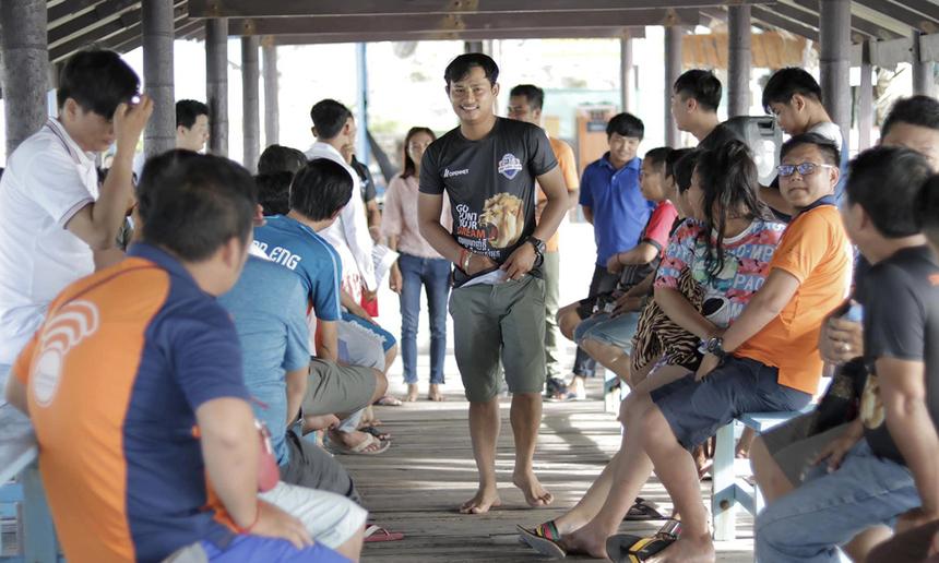 Team-building diễn ra với nội dung phong phú như trò chơi tập thể, thi nấu ăn, ca hát,... tham quan hòn đảo nổi tiếng, gala-dinner trao thưởng cho các thành viên xuất sắc.