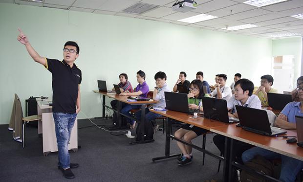 Anh Nguyễn Việt Cường, chuyên gia công nghệ FPT, người có nhiều năm nghiên cứu và phát triển các dự án lớn của tập đoàn đã có những chia sẻ thú vị về khái niệm cơ bản, hiện trạng của các dự án Big Data.