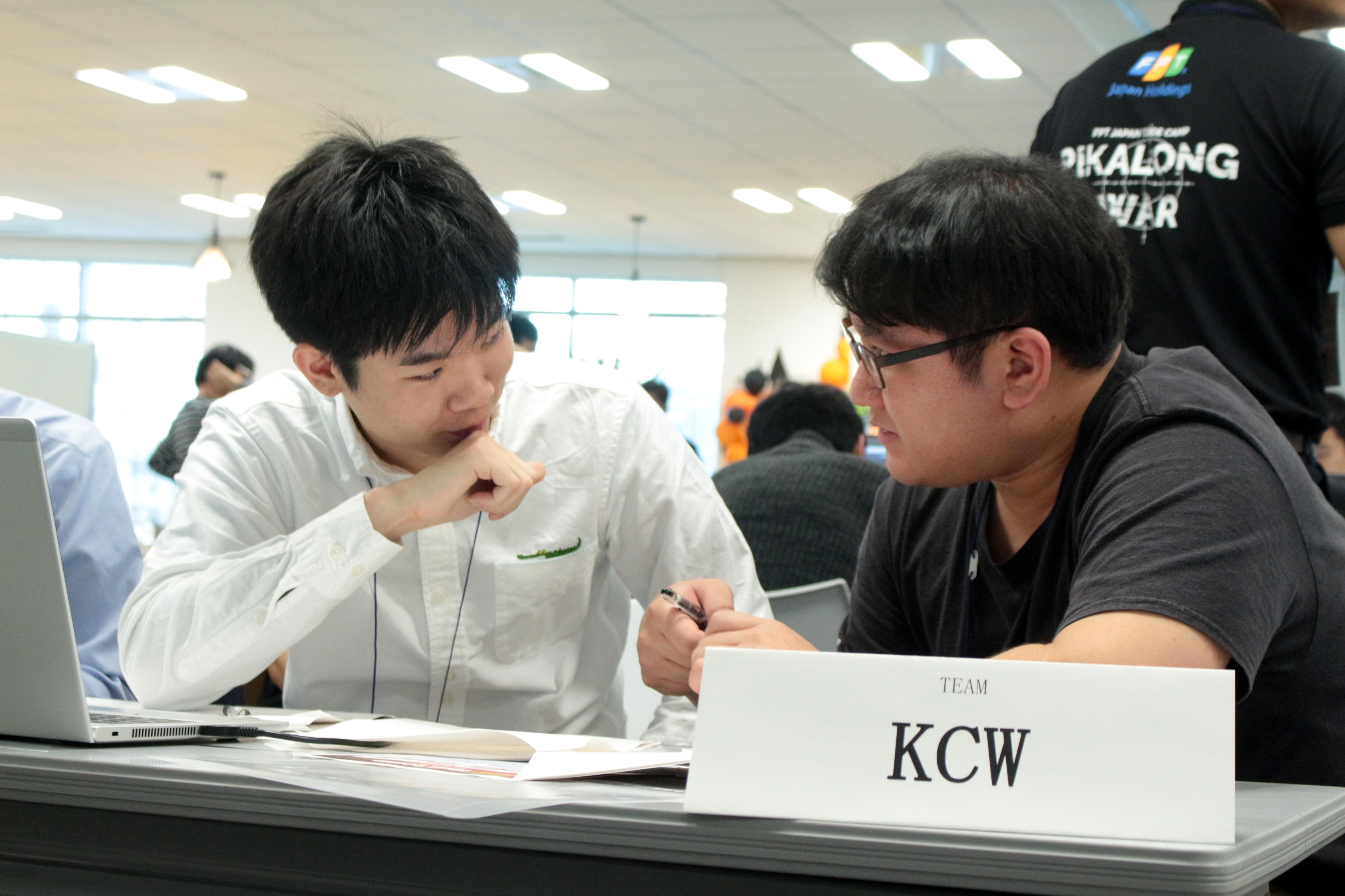 13 giờ 30 (giờ Tokyo), 11 đội tiếp tục bước vào vòng thi giải thuật. Đến 16 giờ 40 phút (tức 14h40 Việt Nam), thứ hạng các đội đã thay đổi. Theo đó, FPT Japan đang chiếm ưu thế và có kết quả tốt. KCW (Nhật Bản) tạm đứng thứ 4 khi hoàn thành 5/9 bài.