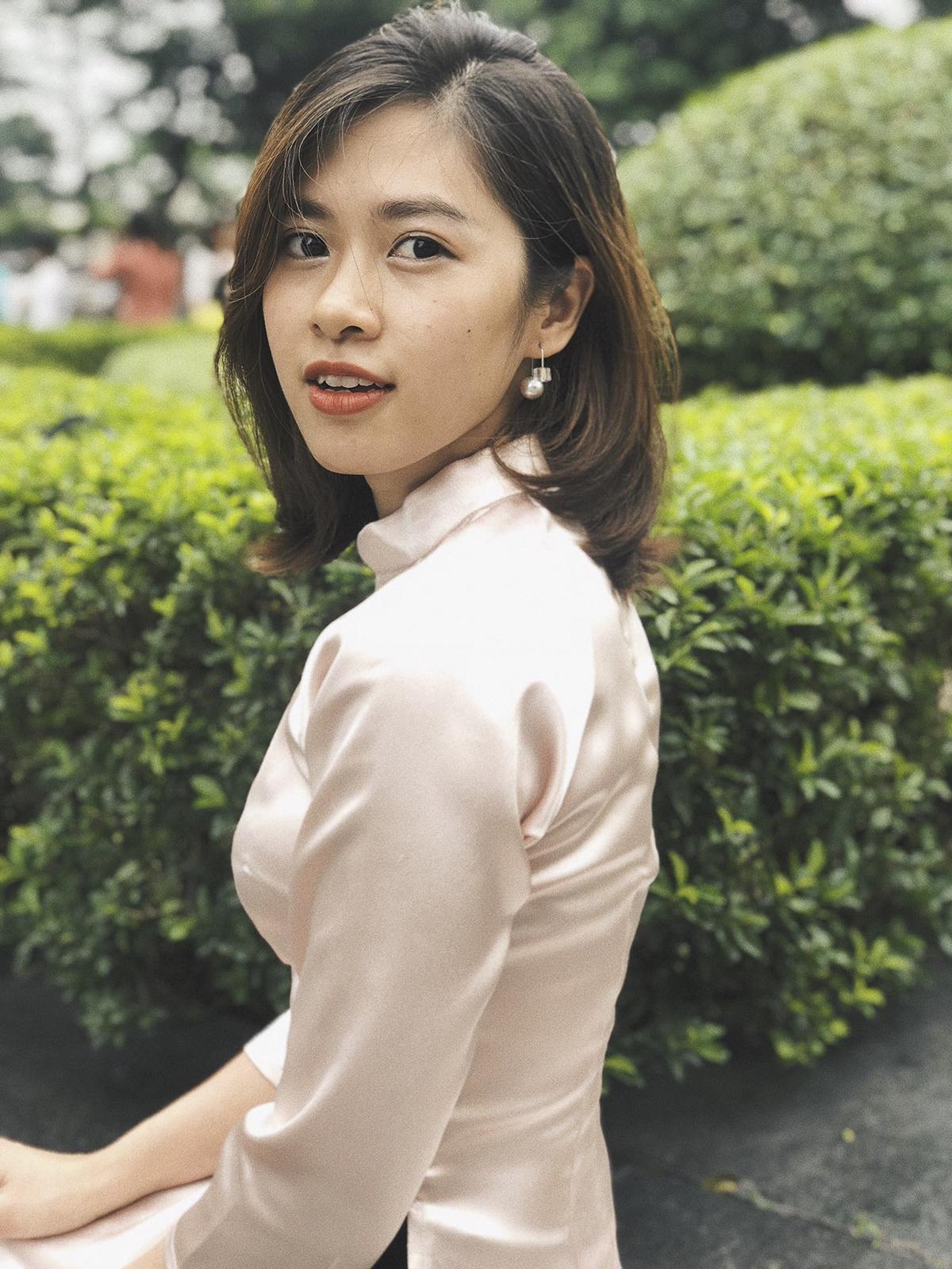 Bờ môi hững hờ trên gương mặt đầy biểu cảm, Nguyễn Hải Oanh (WD.REC) đang nhận được nhiều sự chú ý trong vòng bình chọn online với số lượt like ngày càng tăng. Oanh tiết lộ ảnh được chụp bằng điện thoại di động chứ không phải máy chuyên nghiệp.