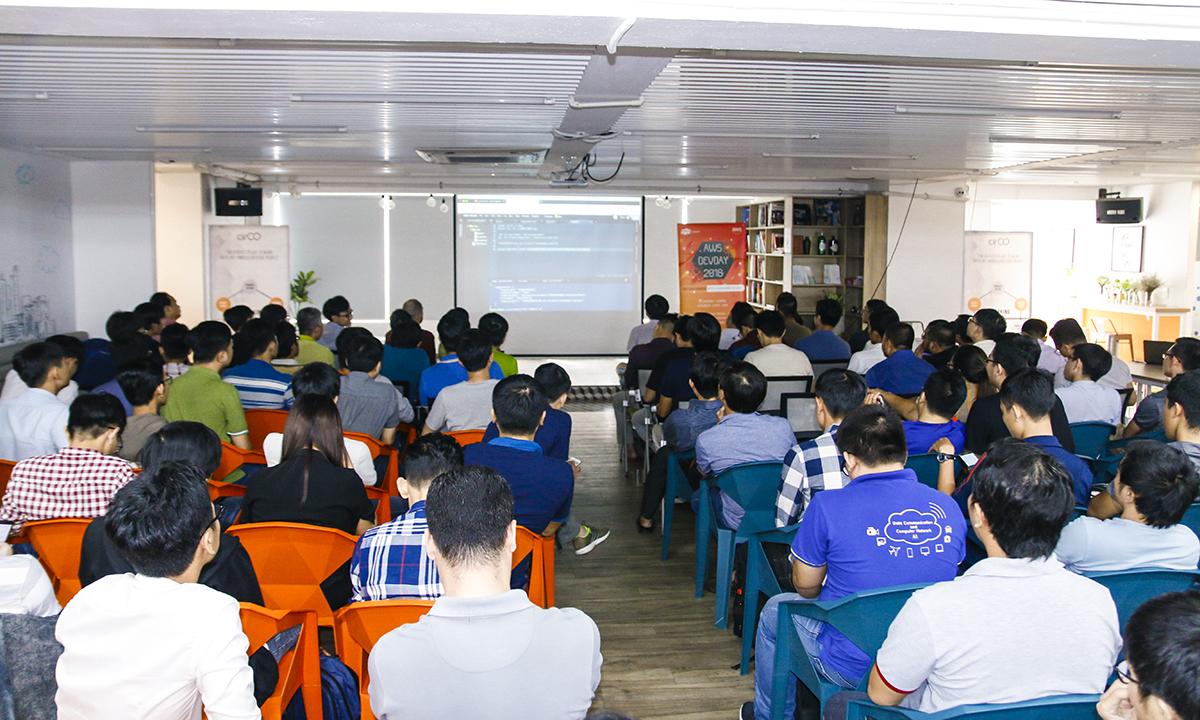 Cách đây một năm, FPT Software đã được AWS công nhận là đối tác công nghệ của năm và là một trong những đối tác đầu tiên được công nhận là đối tác có năng lực quản trị và chuyển đổi dịch vụ về nền tảng công nghệ của AWS. Ngày thứ 2 của AMS DevDay 2018 tại Việt Nam sẽ đổ bộ tại Hà Nội vào ngày 4/11 ở Multi space coworking, 143 Nguyễn Tuân, quận Thanh Xuân.