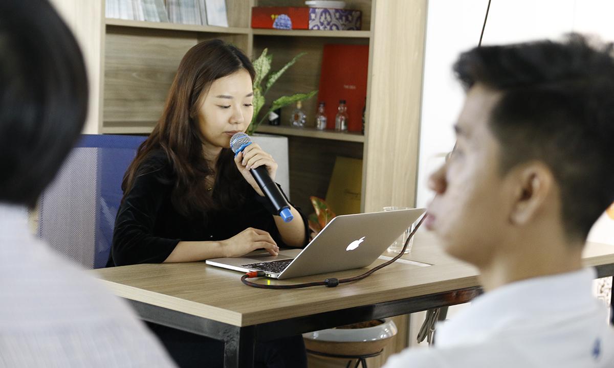 Các diễn giả là các kiến trúc sư giải pháp đến từ AWS: ông Hoàng Nguyễn, ông Parijat Mishra và ông Park Seon Yong; đại diện FPT Software là anh Nguyễn Đăng Quang.