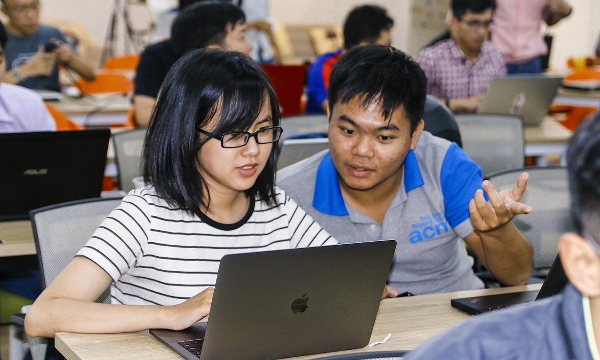 Hồi tháng 4, Amazon Web Services (AWS - Công ty công nghệ điện toán đám mây của Amazon) chính thức công bố FPT Software là đối tác tư vấn cấp cao đầu tiên của hãng tại khu vực ASEAN. Đặc biệt, FPT Software đã đào tạo và phát triển được nguồn nhân lực trẻ với gần 500 kỹ sư, chuyên gia công nghệ đạt được các chứng chỉ công nghệ của AWS, trong đó có 64 chứng chỉ cấp chuyên gia.