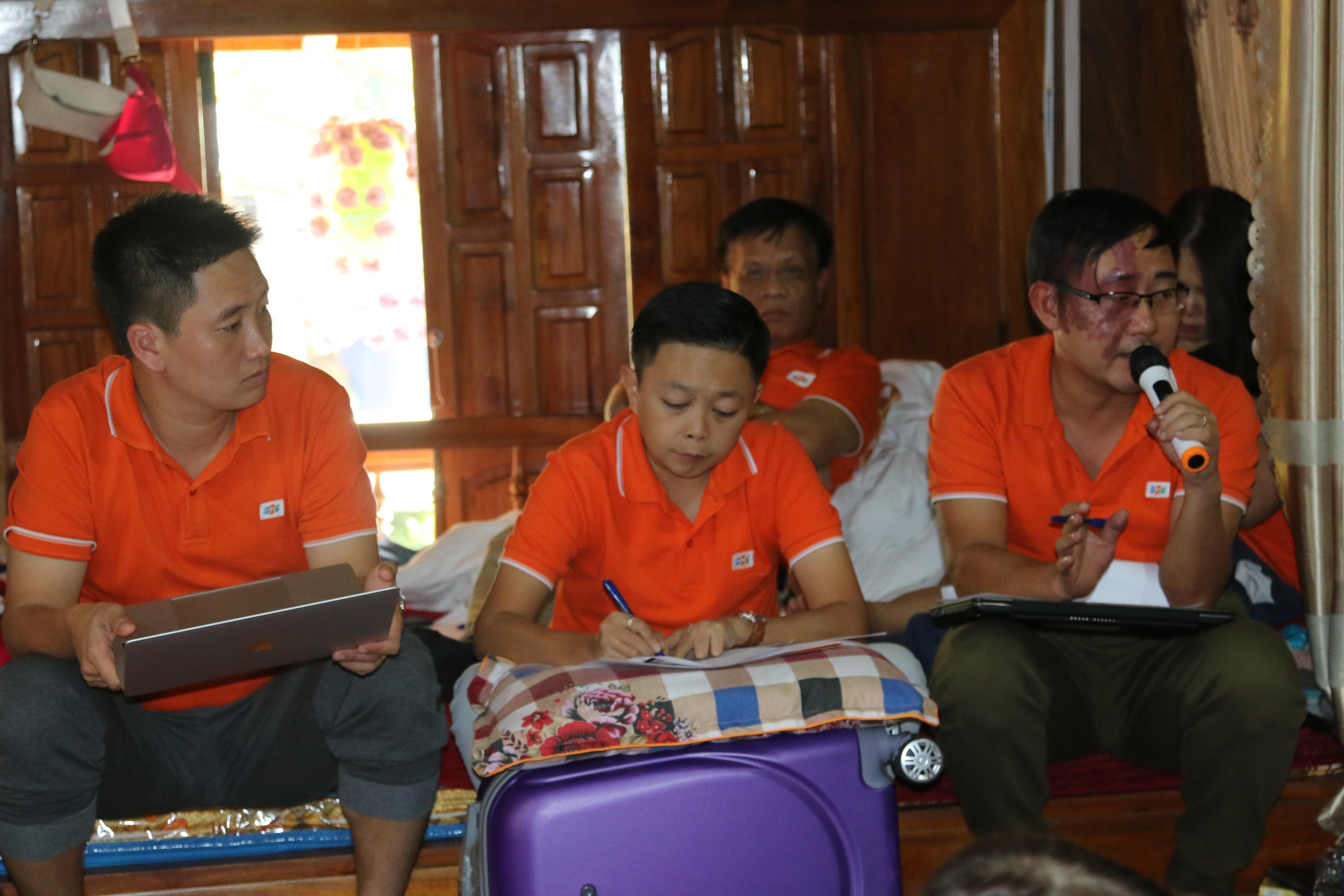 """Đánh giá về kỳ Training camp No.6, Trưởng ban Văn hóa - Đoàn thể FPT Software Nguyễn Thái Sơn khẳng định: """"Đây là lần đầu tiên các cán bộ Tổng hội xây dựng ý tưởng sáng tạo cho sự kiện lớn của FPT Software. Dù chưa thực sự xuất sắc nhưng các bạn đã có rất nhiều nỗ lực và cũng có những ý tưởng hay và có thể triển khai được"""". Training camp là sự kiện thường niên của FUN, được tổ chức mỗi năm 2 lần với mục đích trang bị thêm kiến thức về cách thức tổ chức các hoạt động tại đơn vị, về truyền thông và các kỹ năng mềm như giao tiếp; kêu gọi đám đông; tạo tầm ảnh hưởng… Chương trình tạo điều kiện cho cán bộ Tổng hội đến từ các đơn vị khác nhau giao lưu, tìm hiểu thêm văn hoá FPT Software, học hỏi kinh nghiệm, từ đó mang những cái hay, cái mới về áp dụng tại đơn vị của mình. Tháng 5 vừa qua, để chuẩn bị cho các đơn vị bước vào kỳ nghỉ mát, Ban Văn hóa - Đoàn thể FPT Software đã tổ chức Training camp No.5 tại biển Hải Tiến, Thanh Hóa. Ở đó, các cán bộ Tổng hội được rèn luyện kỹ năng tổ chức nghỉ mát, teambuilding bãi biển..."""