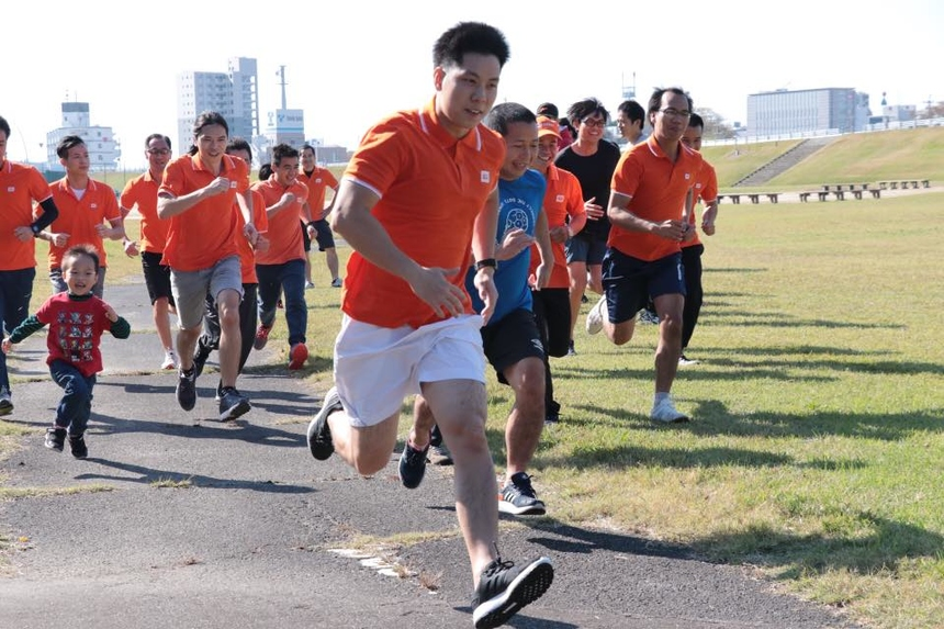 """Cuộc thi chạy gồm 3 nội dung: đơn nam (3 km), đơn nữ (1 km) và chạy tiếp sức đồng đội (5 km). Chia sẻ về ý nghĩa của giải chạy này, anh Nguyễn Tiến Ngôn (FJP.NGO-D) cho biết: """"Giải chạy được tổ chức với mục đích cổ động tinh thần thể thao của anh em, chuẩn bị sức khỏe để tiên phong mở đường cho sự phát triển FPT Japan trong tương lai. Bên cạnh đó, giải chạy còn tượng trưng cho sự phát triển thần tốc năm vừa rồi của Nagoya vượt gấp đôi so với chỉ tiêu đề ra""""."""