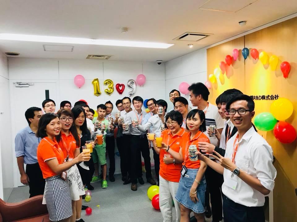 Văn phòng Okinawa cũng tổ chức buổi tiệc sinh nhật để mừng tuổi mới của FPT Japan. Dù đến từ vùng miền nào ở Việt Nam, khi sang tới Nhật Bản, tất cả đều là anh em một nhà, đều hướng về mái nhà chung FPT Japan. Các CBNV đều rất vui mừng khi chứng kiến sự phát triển vượt bậc của FPT Japan và tin tưởng vào một tương lai tươi sáng phía trước.