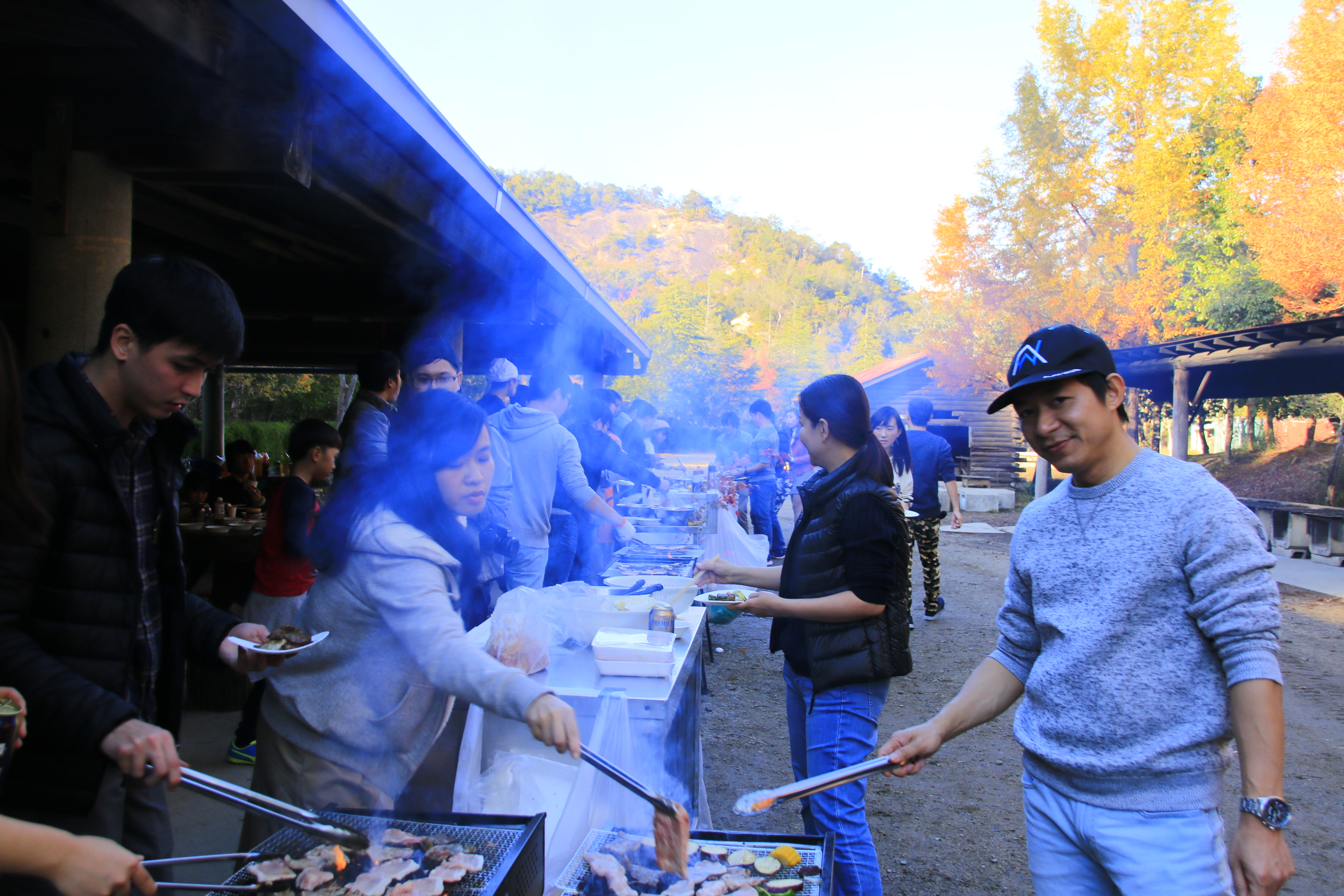 Chiều ngày 10/11, đoàn có buổi dã ngoại ngoài trời với tiệc đứng BBQ cùng nhau rất vui vẻ, gần gũi.