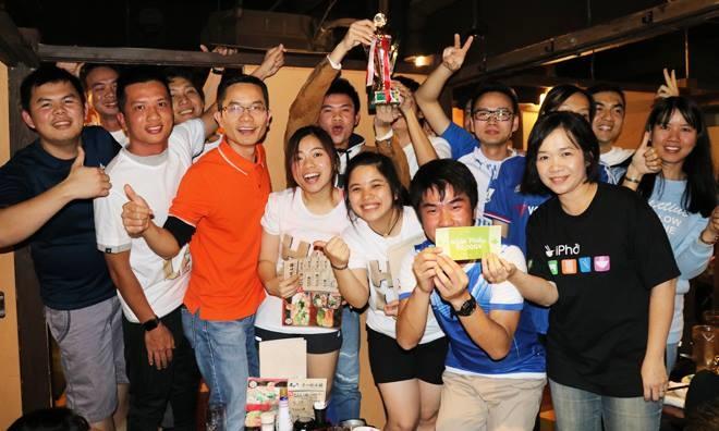 """17h cùng ngày, lễ trao giải và gala dinner đã diễn ra tại một nhà hàng gần ga Shin-Yokohama với sự tham gia của khoảng 80 CBNV FPT Japan. Chia sẻ sau sự kiện, anh Lê Minh Nhựt (FJP.DT) đề xuất: """"Môn bóng sọt khá dễ chơi và phù hợp với những người hay ngồi văn phòng. Tôi nghĩ tổng hội nên tổ chức giải đấu này hàng năm nhân dịp sinh nhật FPT Japan để các CBNV có dịp giao lưu, cọ sát thường xuyên""""."""