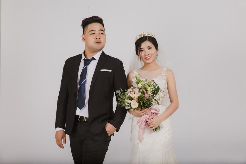Ở Phần mềm FPT, Quân là gương mặt quen thuộc với các vai diễn STCo. Khi chụp ảnh cưới, anh diễn nhập vai cùng bà xã.