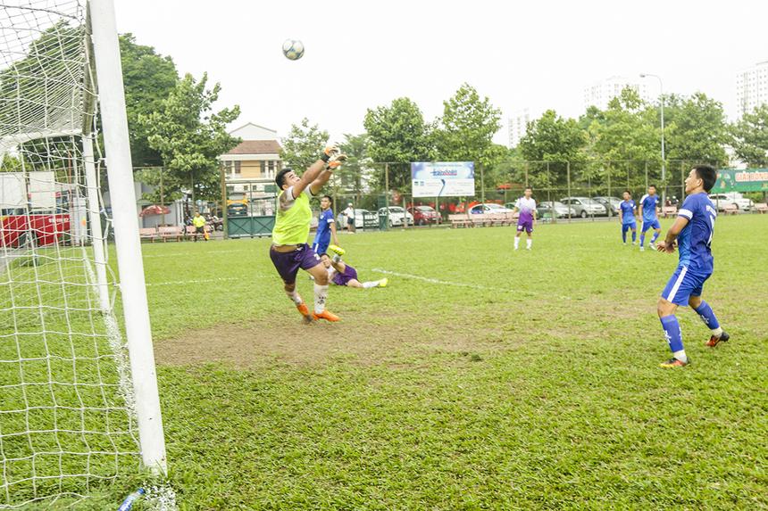 Phút 57, tỷ số đã là 6-0 khi tiền đạo mang áo số 9 của Viễn thông Huỳnh Tấn Thái có bàn thắng thứ 2 cho riêng mình trong trận đấu này.